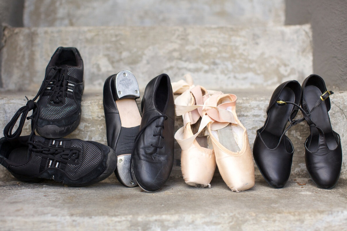 http://www.calzolai-brescia.it/wp-content/uploads/2020/04/servizi-risuolatura-scarpe-ballo.jpg